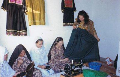 Afghanische Frauen beim Nähen